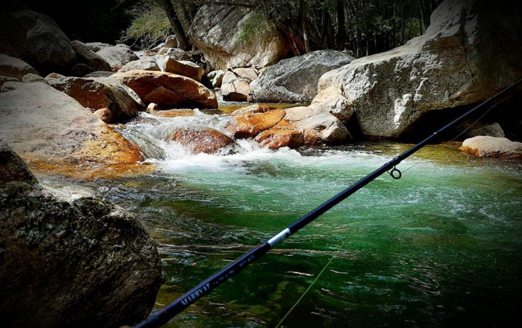 un ruisseau dans l' Hérault pour la pêche à la mouche